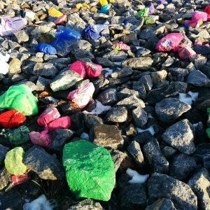 Frgglada stenar utforskaromgivningarna vrthrnpsder mariasgarn