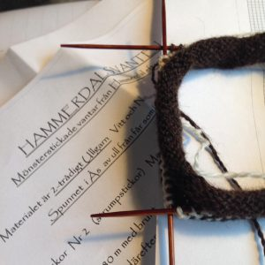 morgonstickning nyttprojekt hammerdalsvante mariasgarn sticklivet knittersofinstagram